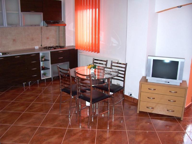 BRASOV-OFER APARTAMENT IN REGIM HOTELIER