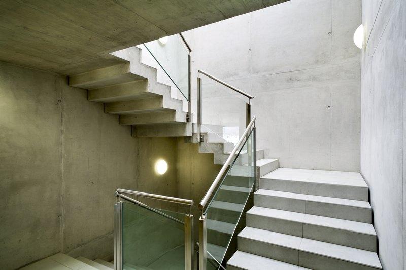 Curățenie scări de bloc ( Asociatii de Locatari – Asociatii de Propietari)