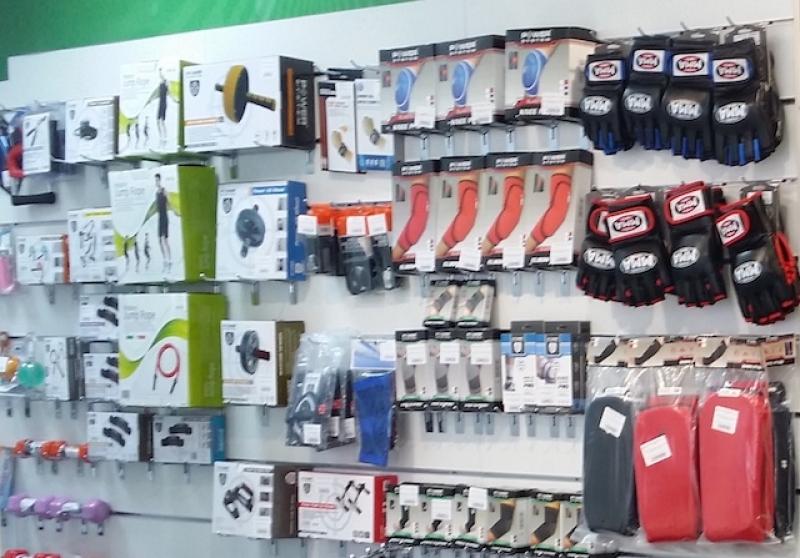 amenajare magazin cu panouri sistem slatwall