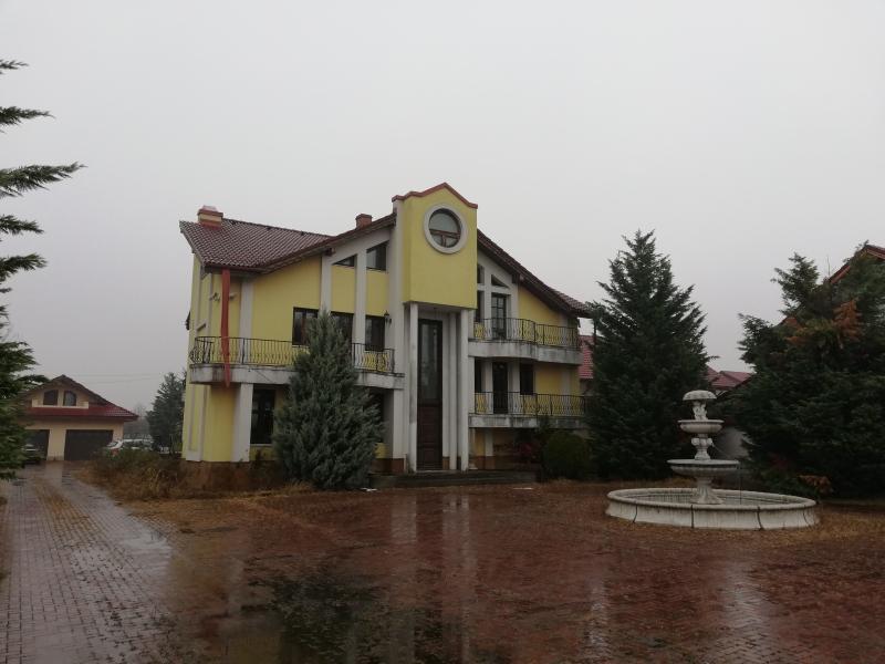 anunturi gratuite Casa 206 mp si teren 5260 mp Targu Jiu, Gorj